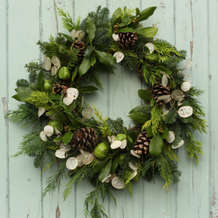 Learn-to-make-a-christmas-wreath-1536685370