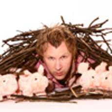 Jason-bryne-shy-pigs-with-wigs-hidden-in-the-twigs