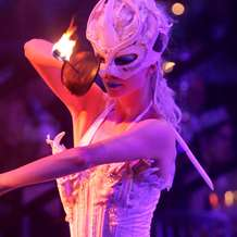 Cirque-de-lumiere-christmas-party-1383509375